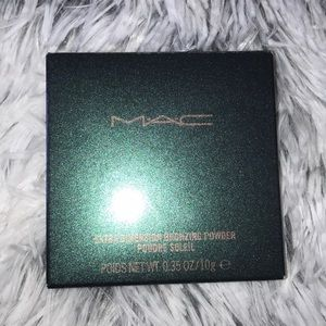 Mac extra dimension bronzing powder